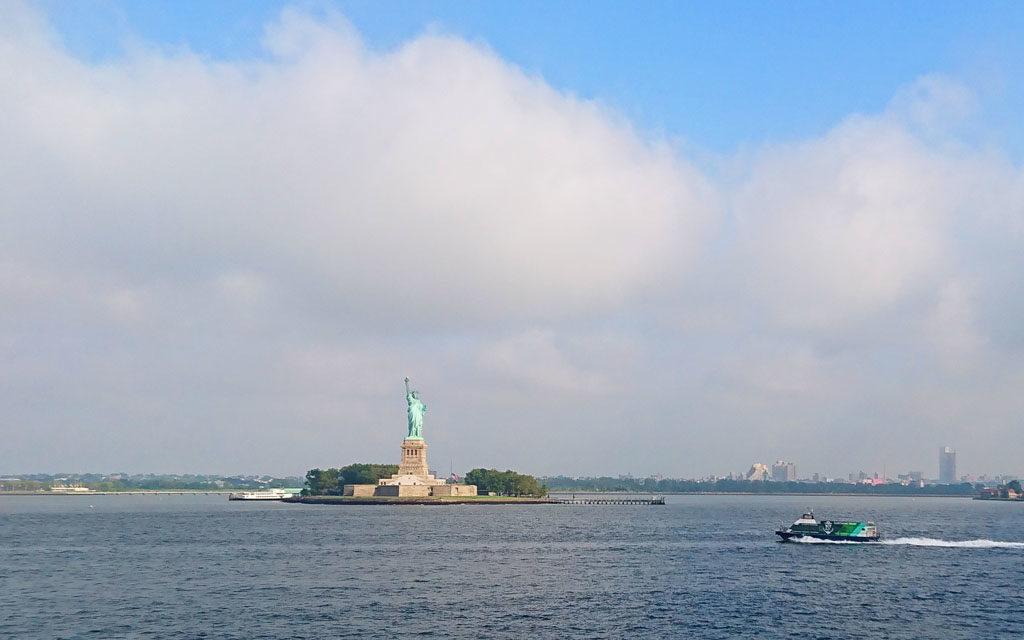 スタテンアイランドフェリーから見る自由の女神
